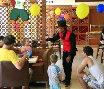 close-up magician for birthday party and events